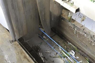 Zeefplaat scheidt plantenresten en waswater