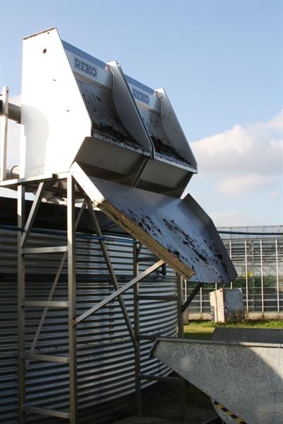 Het drainwater wordt naar het bedrijf gepompt en gaat over twee zeefbochten vóór het wordt opgeslagen in de silo voor 'vuile drain'.
